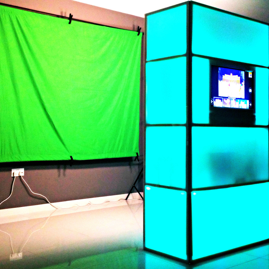 photo-booth-singapore-lighted-green-screen